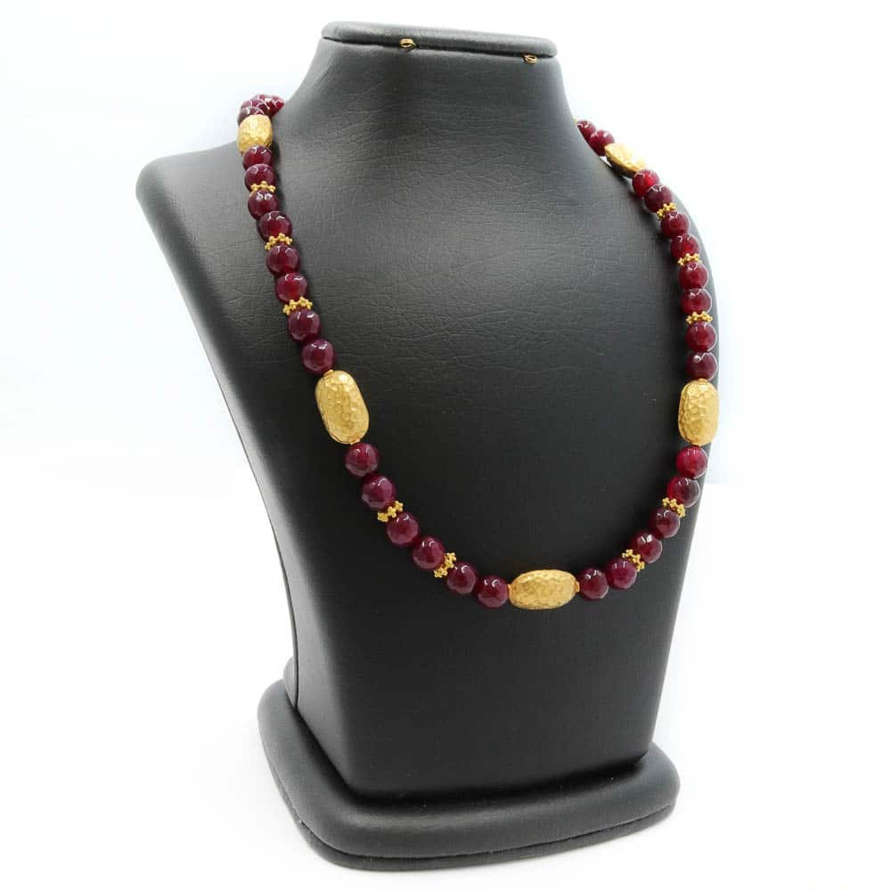 Necklace in agate and gold beads
