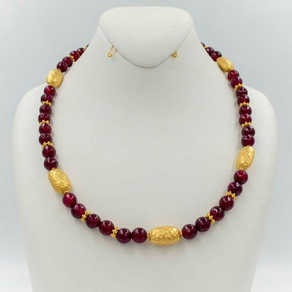 Necklace in Red agate with gold