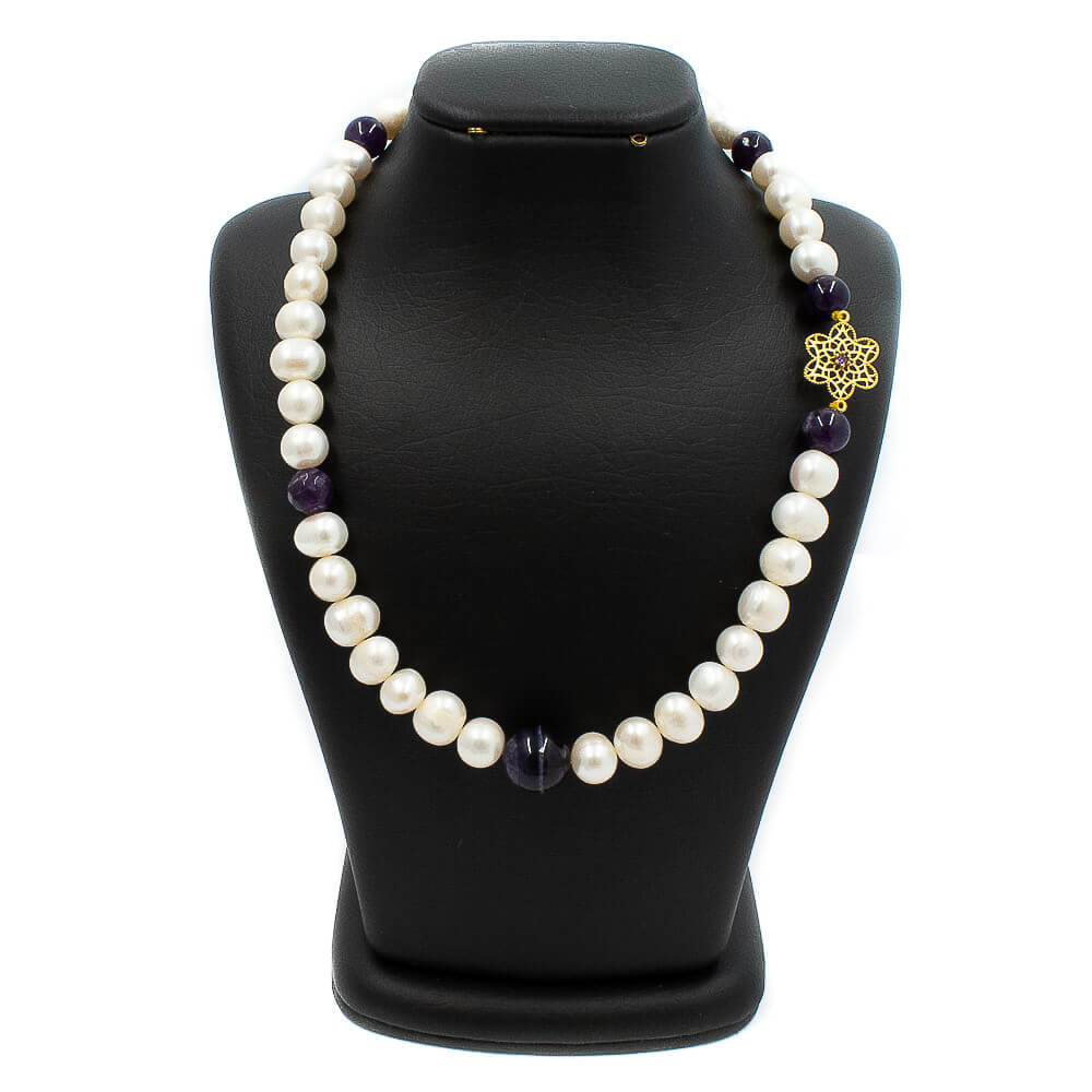 Pearl necklace with gold beads