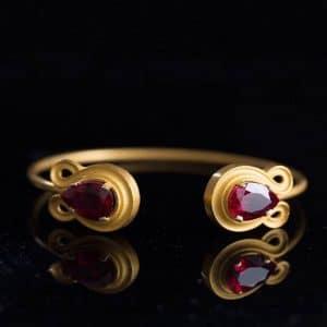 Bracelet in Topaz with Gold