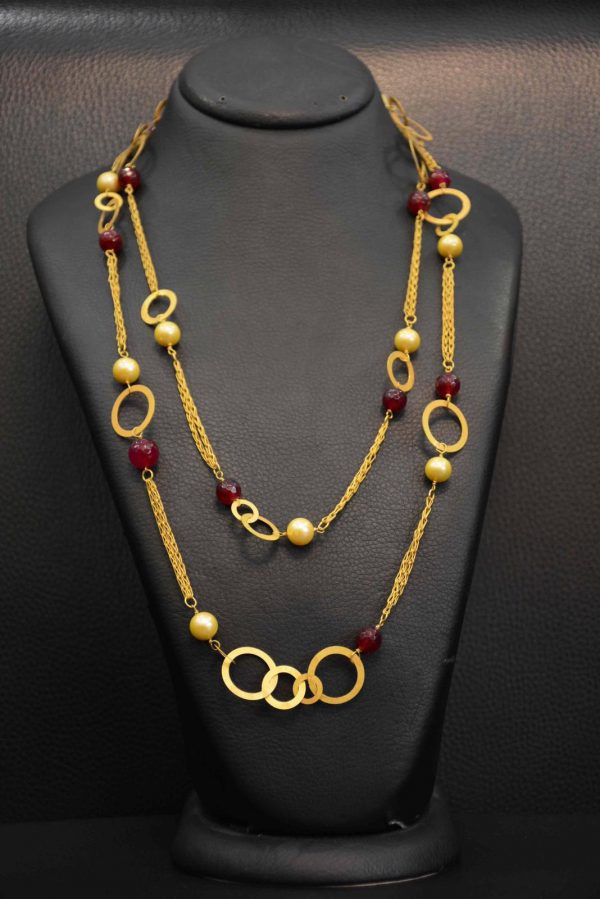 Necklace in gold and stones