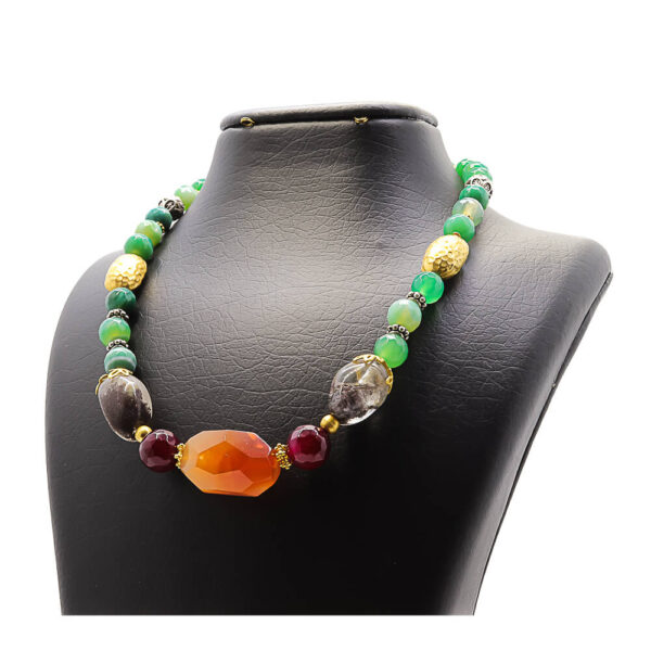 necklace in agate traditional design