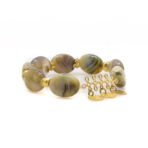 . A bracelet in agate stones