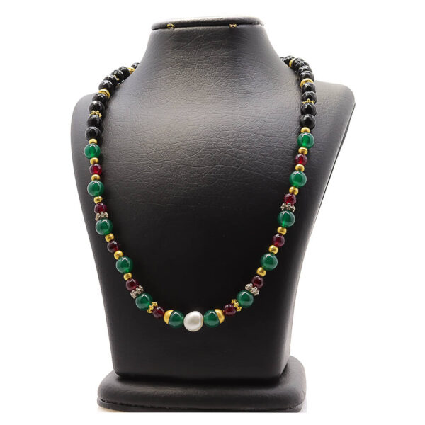 Necklace in Pearl, agate